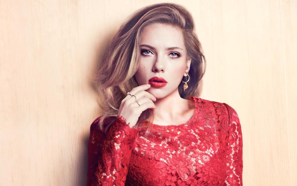 Scarlett Johansson Net Worth, Age, Height, Husband, Profile