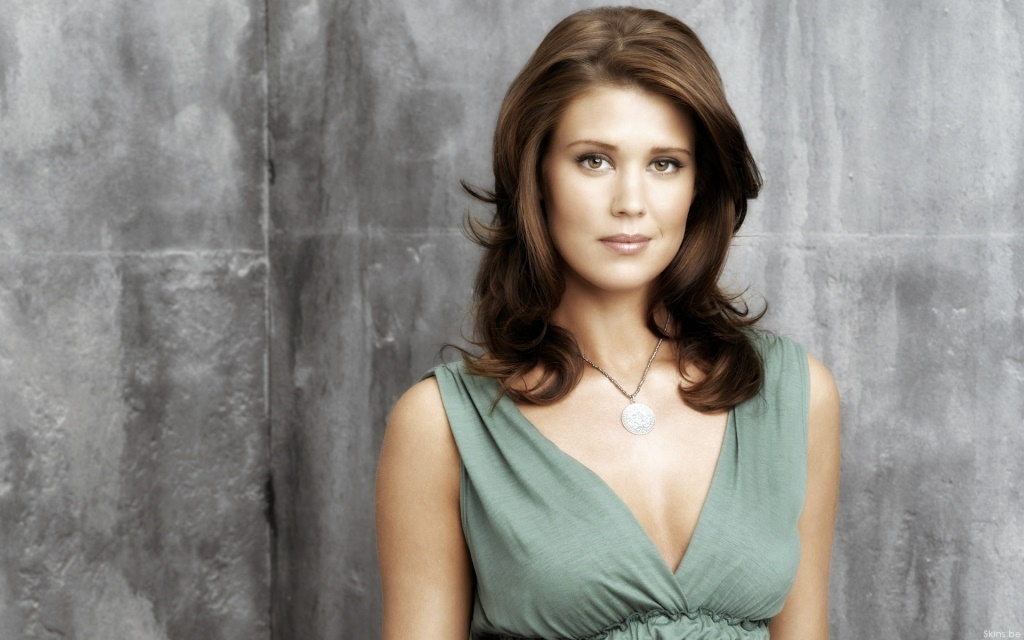 Sarah Lancaster Net Worth Age Height Husband Profile
