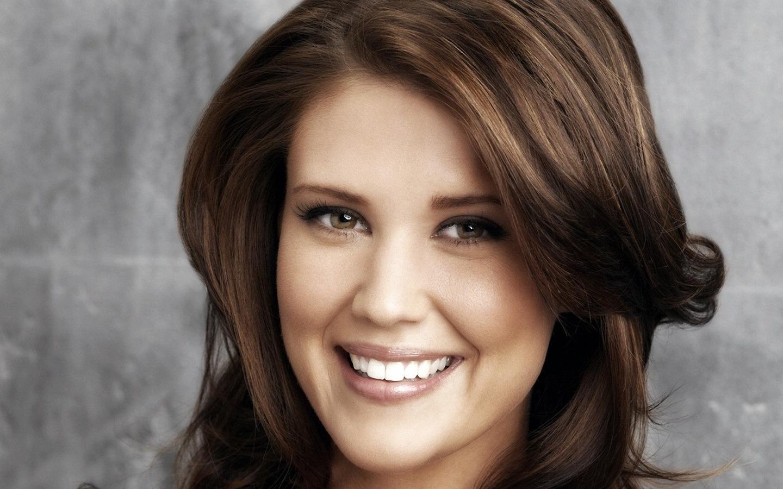 Sarah Lancaster Net Worth, Age, Height, Husband, Profile, Movies