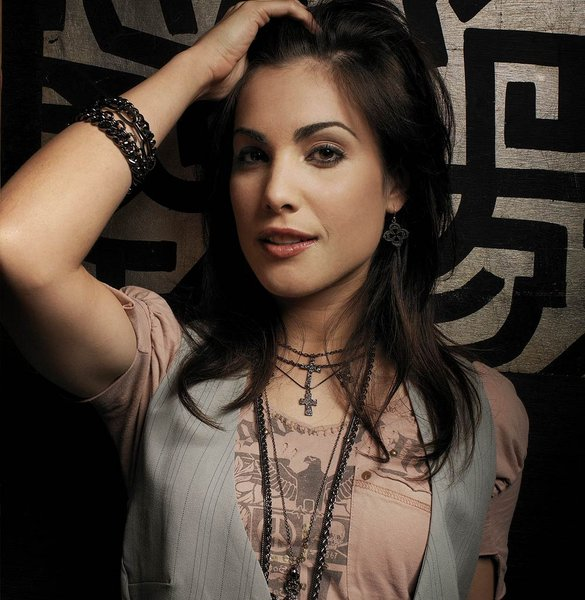 Carly Pope Net Worth, Age, Height, Husband, Profile, Movies