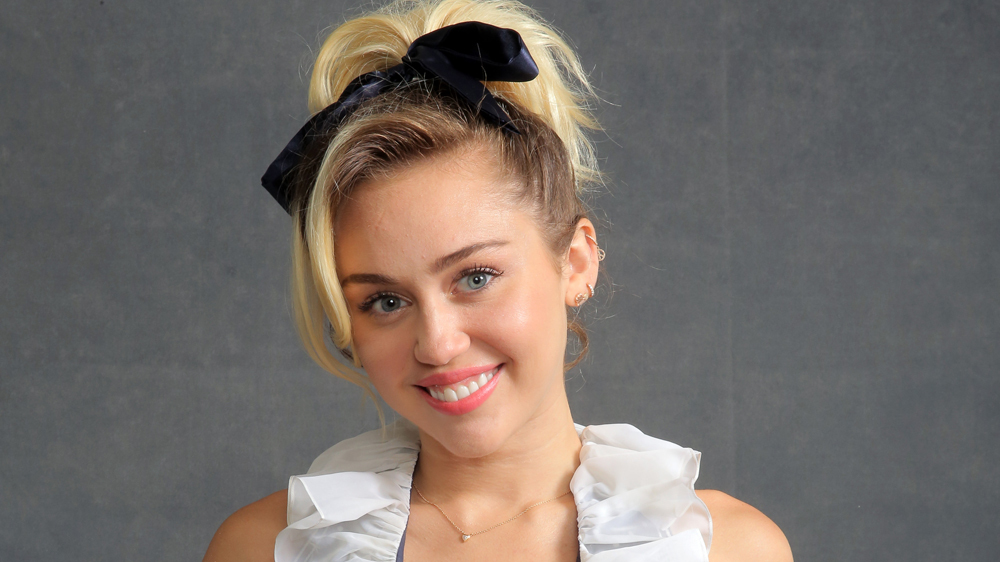 Miley Cyrus Net Worth, Age, Height, Profile, Songs, Instagram