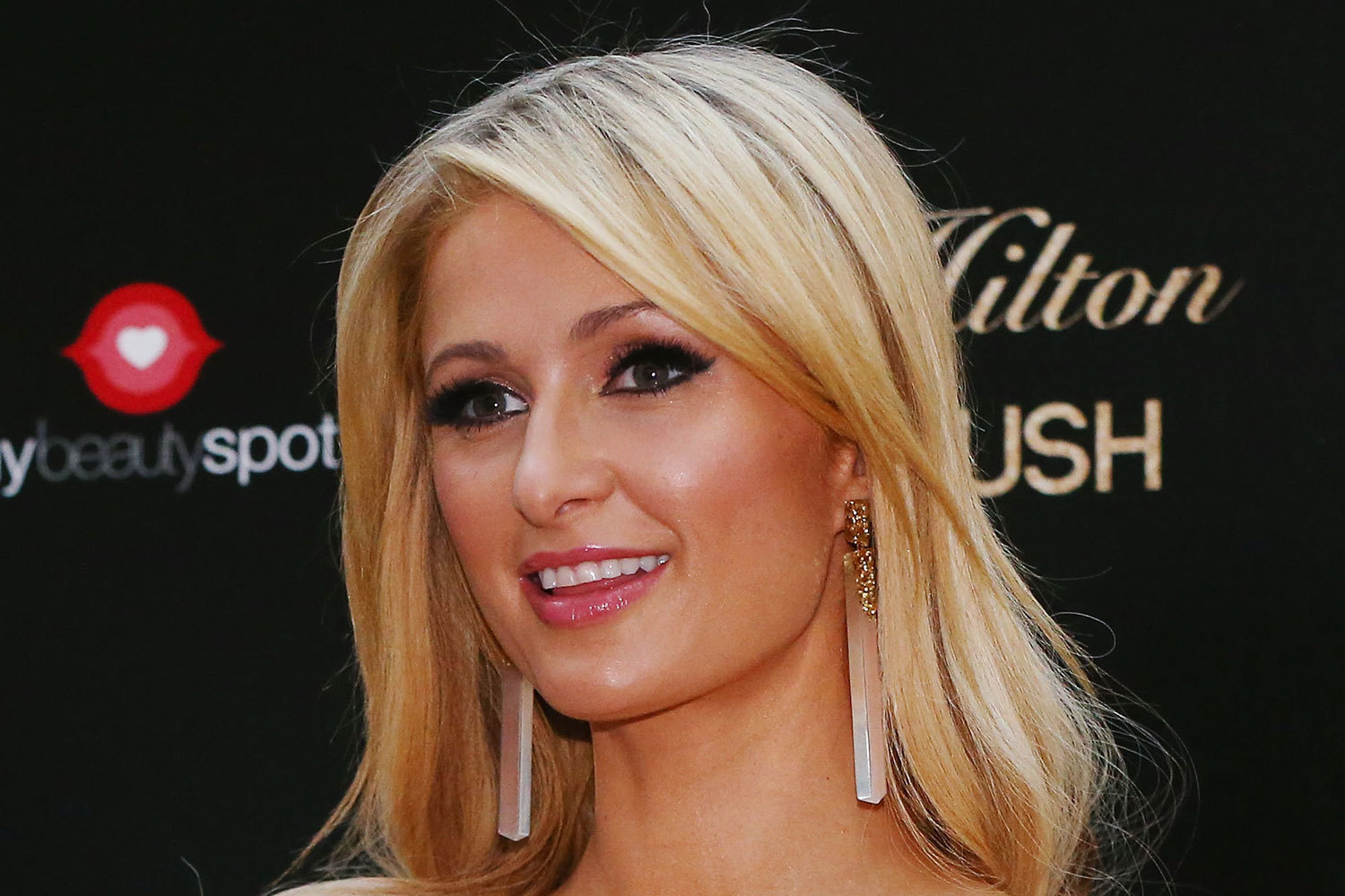 Paris Hilton Net Worth, Age, Height, Profile, Perfume, Boyfriend